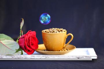 Kaffeetasse mit roter Rose