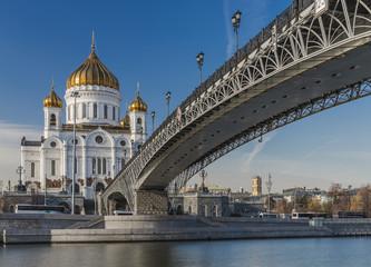 Патриарший мост у Храма Христа-Спасителя