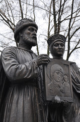 The monument of the Holy: Prince Peter and Princess Fevronia.