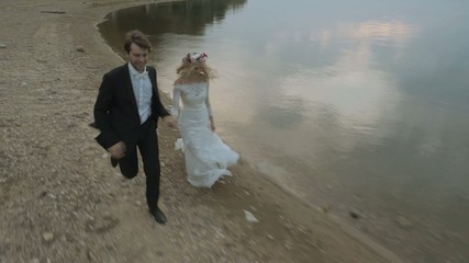 Running marriage couple