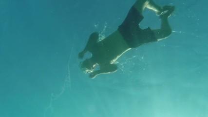 Schwimmer von unten