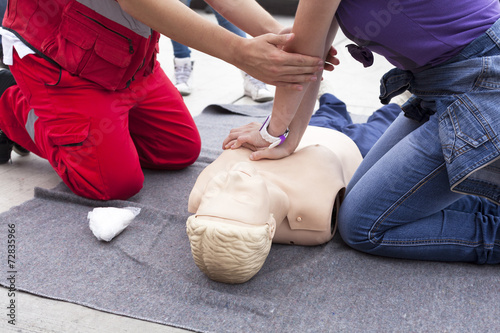 Leinwanddruck Bild First aid training