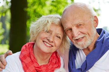 Alte Frau und alter Mann als Paar Senioren