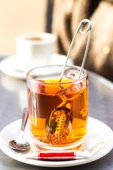 Ein Tee im Café