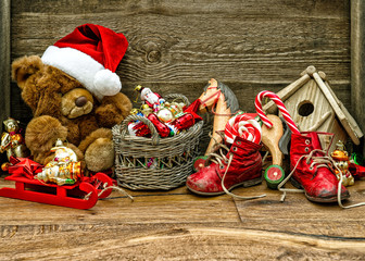 nostalgic christmas decorations with antique toys