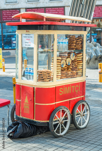 Staande foto Artistiek mon. ISTANBUL - SEP 15: Cart with simits (Turkish bagels) in Istanbul