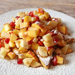 obstsalat auf french toast
