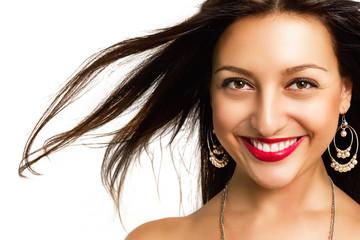 Портрет красивой жизнерадостной молодой женщины