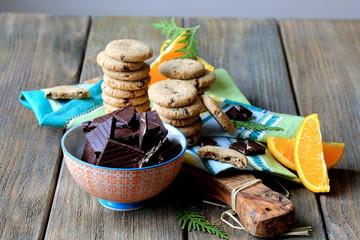 Печенье с шоколадной крошкой и апельсиновой цедрой