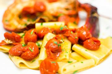 paccheri  all'astice con pomodorini e prezzemolo