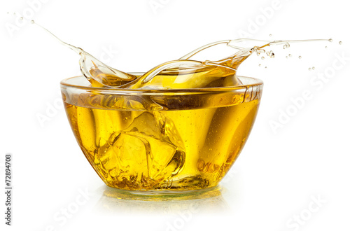 Papiers peints Condiment Cooking oil. Splash isolated on white. With clipping path.