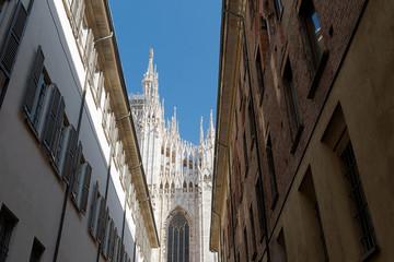 Milano - Vista del Duomo tra i vicoli del centro