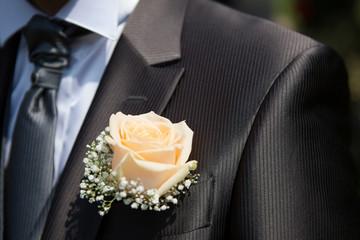 Il fiore all'occhiellod ello sposo