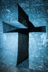 Cruz cristiana tallada en piedra