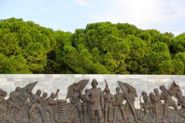 Atatürk Heykeli ve Askerler, Çanakkale Şehitler Abidesi Alanı