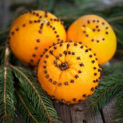 Orangen und Nelken