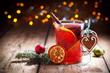 Leinwandbild Motiv Weihnachtsmarkt - Leckerer Glühwein