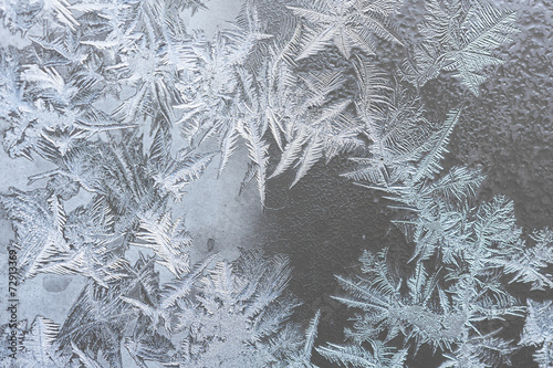 pattern on frozen window - 72913369