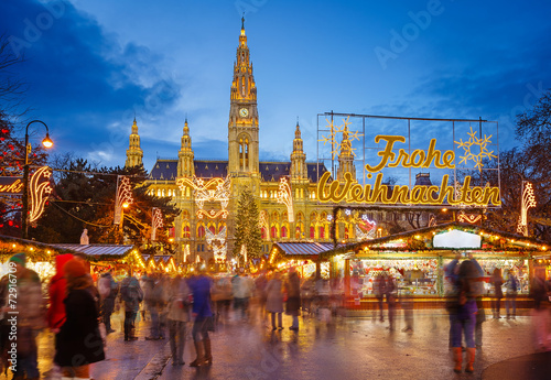 Fotobehang Wenen Rathaus and Christmas market in Vienna