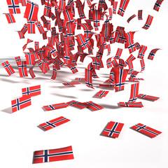 Viele Zettel und Flaggen aus Norwegen