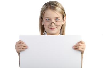 Девочка в очках на белом фоне с доской в руках