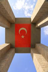 Çanakkale Şehitler Abidesi ve Türk Bayrağı