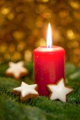 Brennende Kerze am 1. Advent