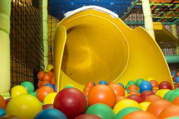 Juego infantil piscina bolas
