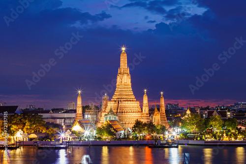 Tuinposter Bedehuis Wat Arun Temple in bangkok thailand