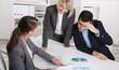 Besprechung: Consultants sitzend im Büro im Meeting