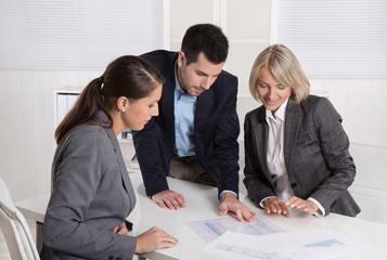Führungskräfte: erfolgreiches business Team in Besprechung