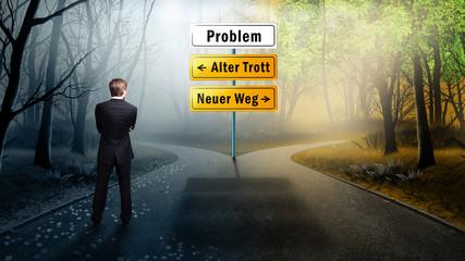 Mann vor der Wahl zwischem Alten Trott und Neuem Weg
