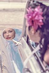 Frau im Rückspiegel