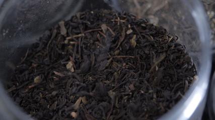 Pour black Indian tea in a glass jar. Large plan.