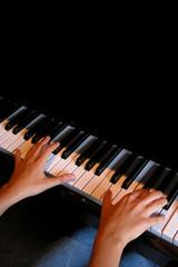 tocando el piano 2-f14