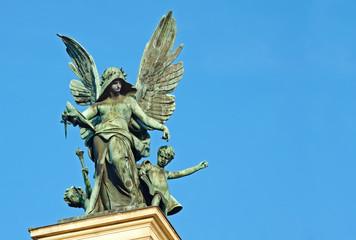 Скульптура «Гений Трагедии» на театре Оперы и балета во Львове