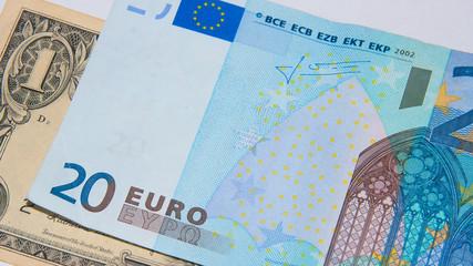 Dollar - Euro - Financial superpowers