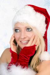 hübsche Frau im Weihnachtskostüm