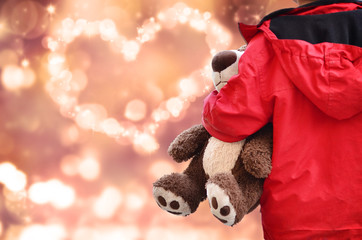 Kind, Teddy und Herz aus Sternen