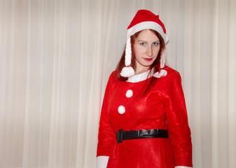 Ragazza travestita da Babbo Natale