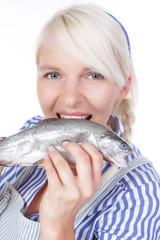 Junge Fischverkäuferin