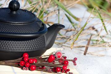 teatime in winter - Japanische Teekanne im Schnee