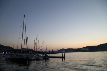 ヨットハーバーの夕暮れ