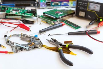 laboratorio di riparazioni elettroniche