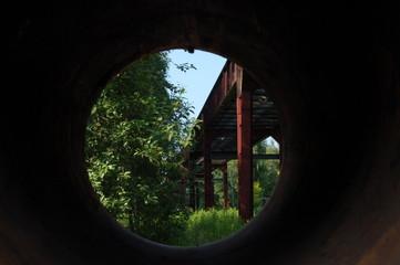 Durchblick rund Industrie und Natur