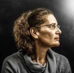 volto femminile di profilo