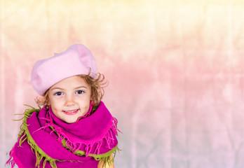 bambina con la sciarpa viola
