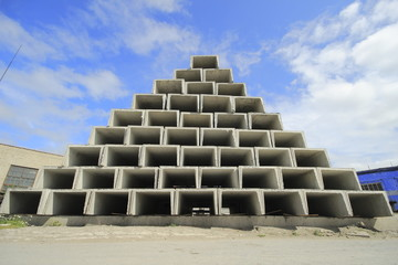 construction pyramid
