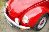 Oldtimer - Front von einem alten, roten VW Käfer