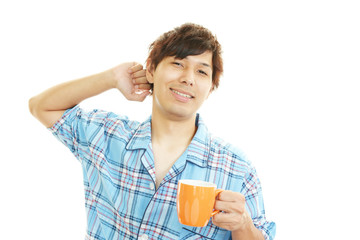 コーヒーを楽しむ男性